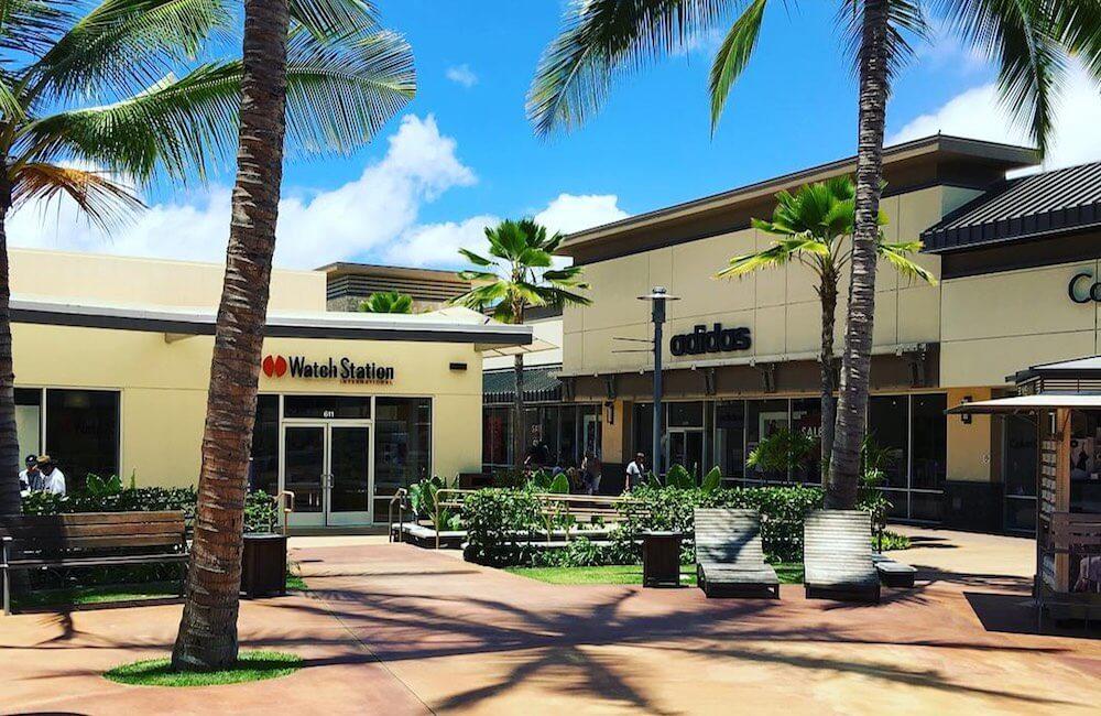 Waikele Premium Outlets, Oahu Must Dos<br>📷 @shoppinggirlgoeshawaiian