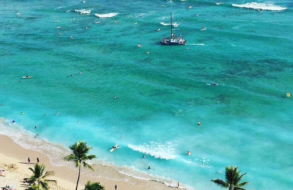 Waikiki Beach, Oahu Must Dos<br>📷 @_daniblack_