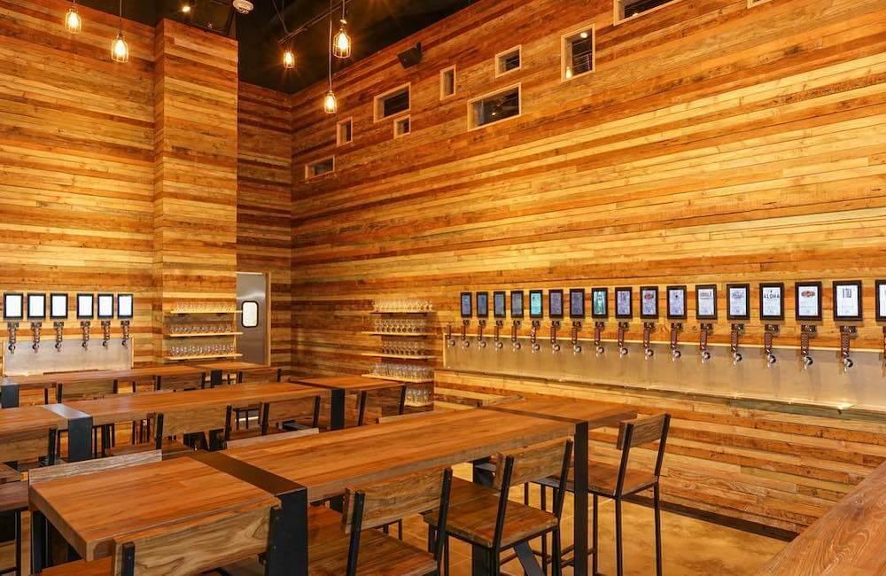 Off The Wall Craft Beer & Wine Bar, Kakaako